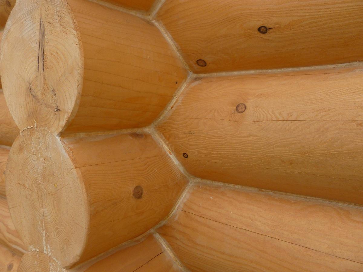 """Внешний угол брус, Частный деревянный дом, обработан Герметиком Неомид """"Теплый дом"""" """"Wood Professional""""."""