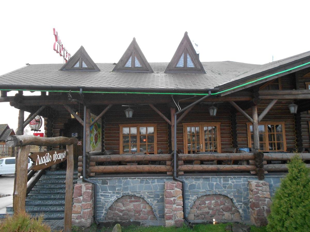 """Общий вид одна сторона, """"Фильварок"""", отельно-ресторанный комлекс обработан Герметиком Неомид """"Теплый дом"""" """"Wood Professional""""."""